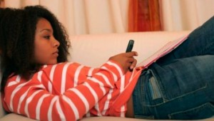 black-female-teen-texting